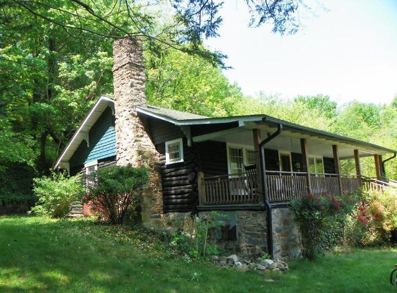 The Chestnut Log Cabin, a rare treasure, handcrafted from the Chestnut trees from yesteryear.  On the AT - Log Cabin~Outdoor Hot Tub~In Hot Springs~On AT - Hot Springs - rentals