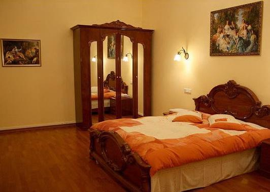 Spacious 4 Bedroom Apartment in Kiev center - Image 1 - Kiev - rentals