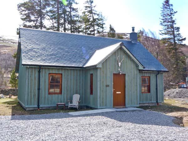 CORNDAVON COTTAGE, single-storey lodge with multi-fuel stove, fishing, countryside near Ballater Ref 15509 - Image 1 - Ballater - rentals