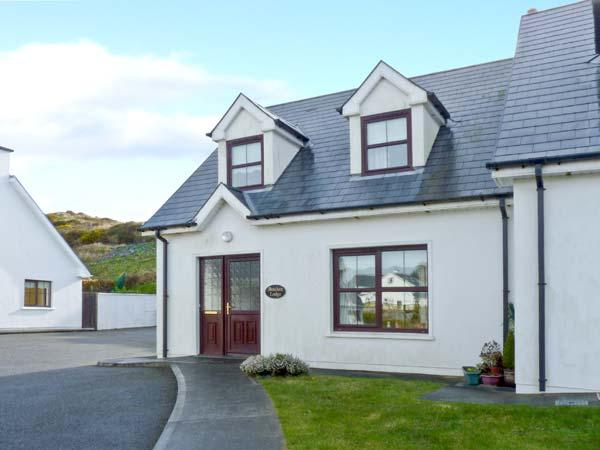 BRACKEN LODGE, open fire, off road parking, garden, in Skibbereen, Ref 23992 - Image 1 - Skibbereen - rentals