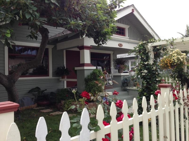 Charming Bungalow 1/2 Mile from the Beach - Image 1 - Long Beach - rentals