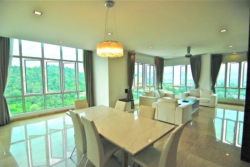Plug in the Ipod, kick back on the sofa and enjoy your views from the 23rd floor - Mont Kiara Penthouse Amazing View - Kuala Lumpur - rentals