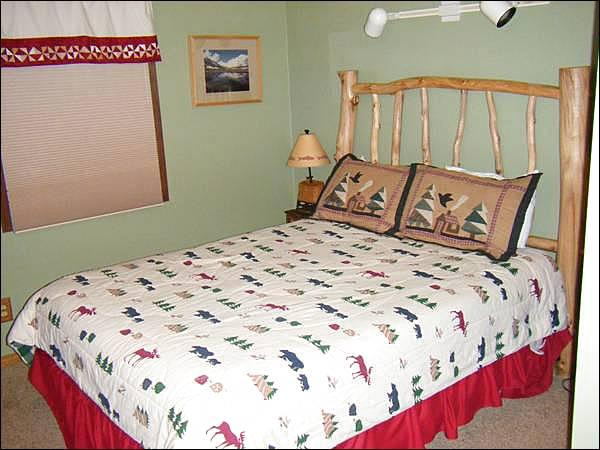 Master Bedroom Includes a King Bed - Perfect for 2-3 Couples - Lots of On-Site Amenities (1343) - Crested Butte - rentals