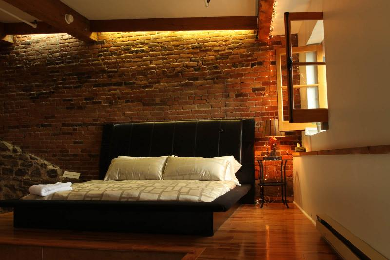 Brick & Hardwood Executive Loft in Old Montreal - Image 1 - Montreal - rentals