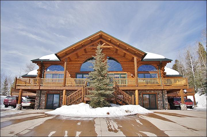 Exterior Front View of this Massive Log Home. - Beautiful, Spacious Log Home on Trail's Edge - Pool Table, Ping Pong, Poker & Darts (8130) - Steamboat Springs - rentals