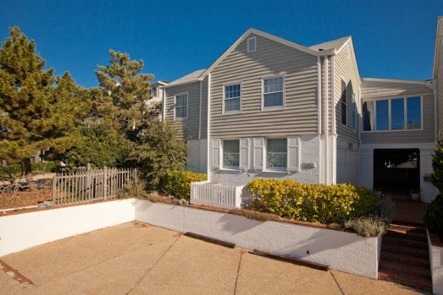 Front Exterior - 5402 Oceanfront - Virginia Beach - rentals