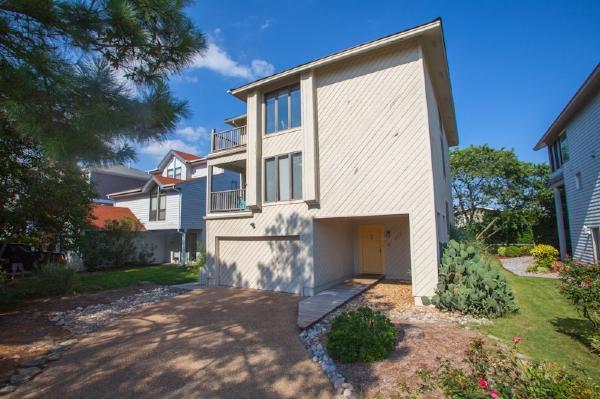 Front Exterior  - 402 Vanderbilt Avenue - Virginia Beach - rentals