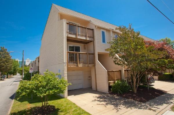Front Exterior - 2505 Arctic Avenue - Virginia Beach - rentals