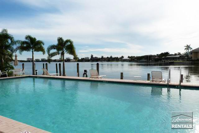Completely renovated, sitting on Smokehouse Bay area - Image 1 - Marco Island - rentals