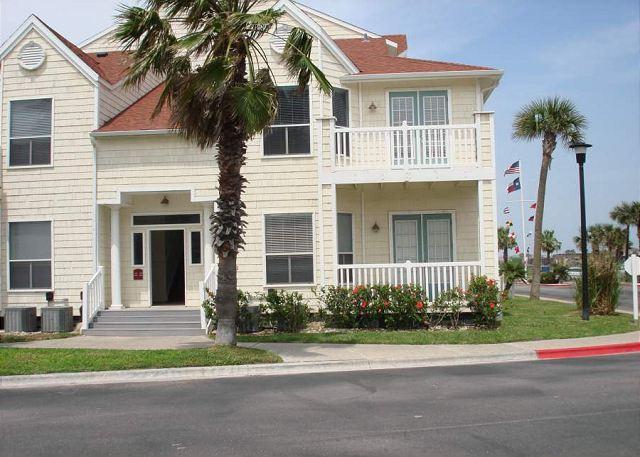 2nd Floor Unit - Beautiful Studio Condo view nice views and close to the beach - Corpus Christi - rentals