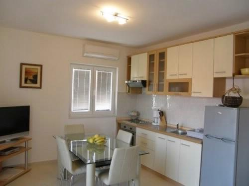 Apartments Nevenka - 10511-A5 - Image 1 - Seget Vranjica - rentals