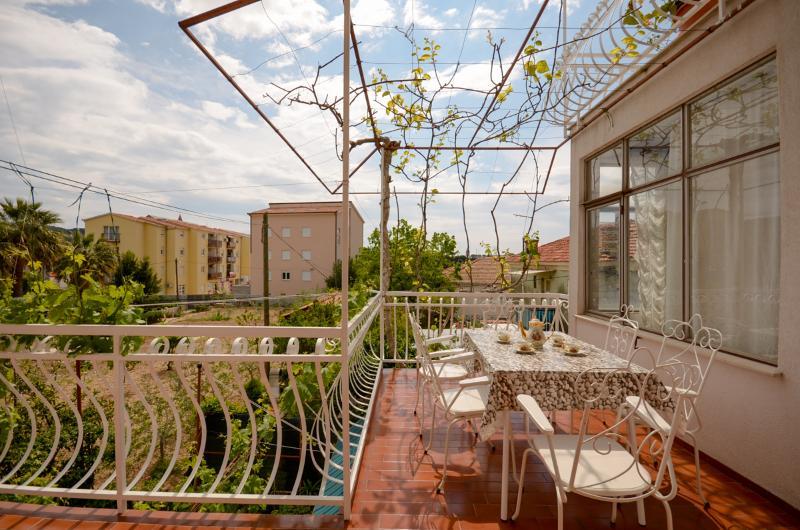 Apartment Ivas - 10851-A1 - Image 1 - Trogir - rentals