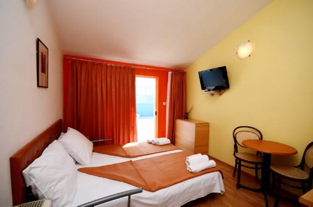 Apartments Slađana - 10911-A14 - Image 1 - Gradac - rentals