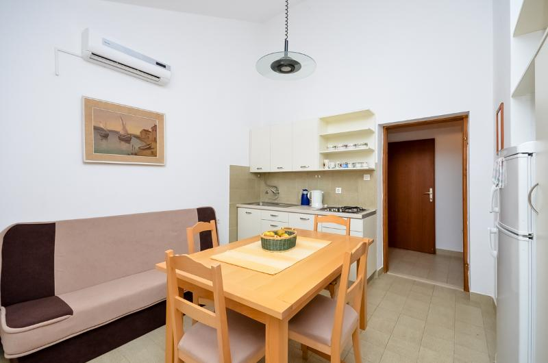 Apartments Igor - 13591-A1 - Image 1 - Turanj - rentals