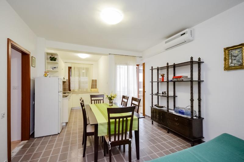 Apartments Igor - 13591-A4 - Image 1 - Turanj - rentals