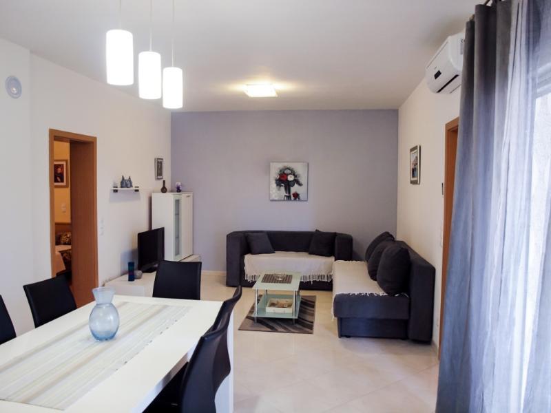 Apartments Jelena - 26231-A2 - Image 1 - Srima - rentals
