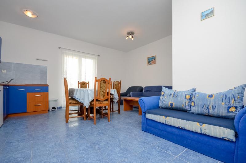 Apartments Vinko - 27131-A1 - Image 1 - Brodarica - rentals