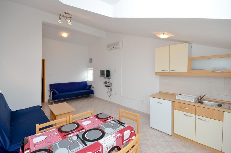 Apartments Vinko - 27131-A2 - Image 1 - Brodarica - rentals