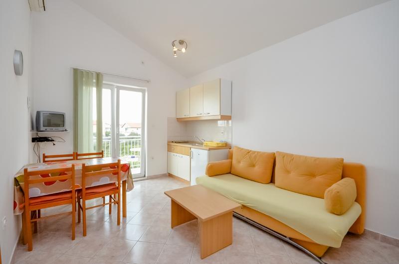 Apartments Vinko - 27131-A3 - Image 1 - Brodarica - rentals