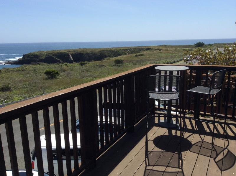 Epic balcony has sweeping, unobstructed ocean view. Enjoy a stunning vista over Mendocino Bay. - Seaside Studio - Ocean Views in Mendocino Village - Mendocino - rentals