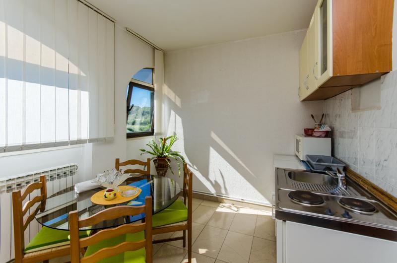 Apartments and Rooms Indiha - 31831-A3 - Image 1 - Jelsa - rentals