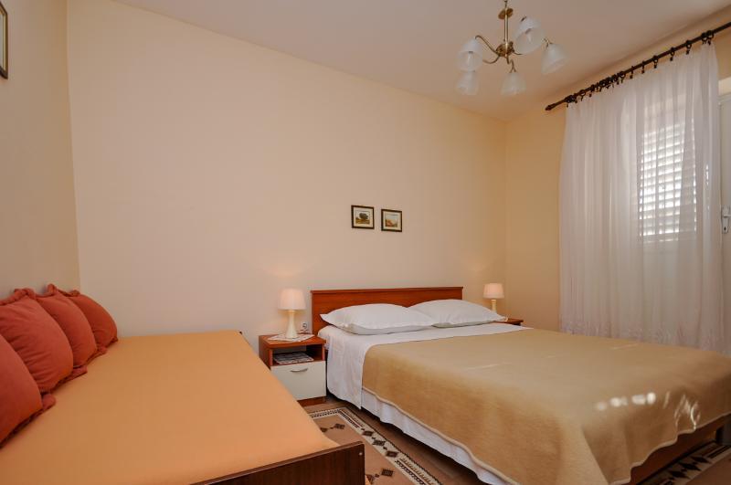 Apartment and Rooms Tatjana - 32621-S2 - Image 1 - Omis - rentals