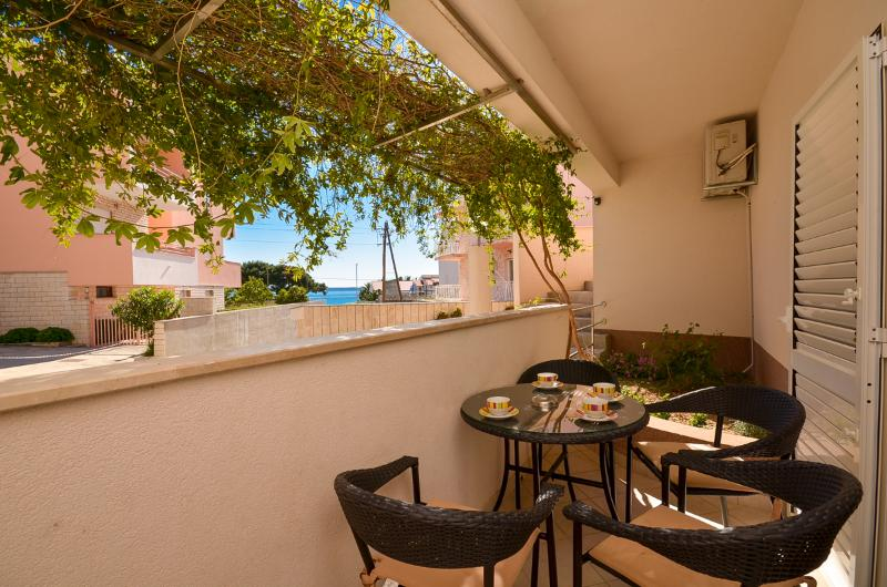 Apartment Darko - 34461-A2 - Image 1 - Podstrana - rentals