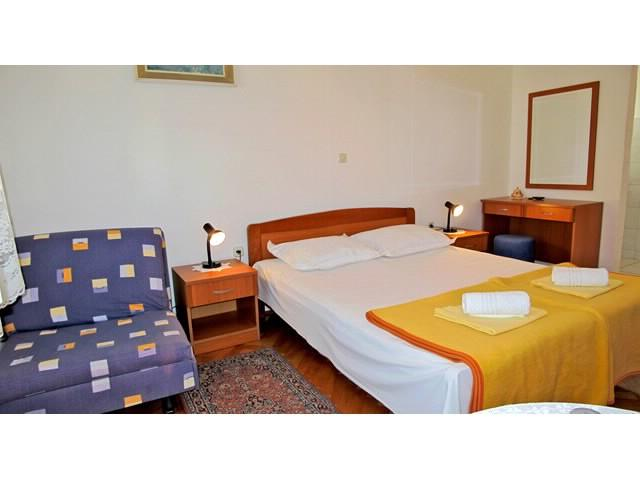 Apartments Slobodanka - 36121-A3 - Image 1 - Makarska - rentals