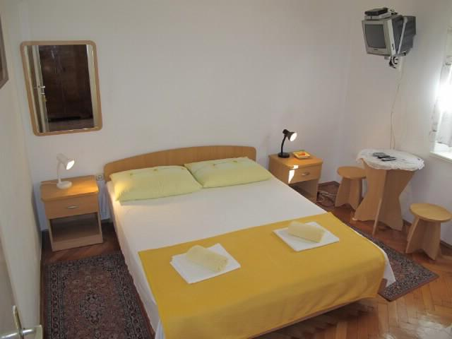 Apartments Slobodanka - 36121-S2 - Image 1 - Makarska - rentals