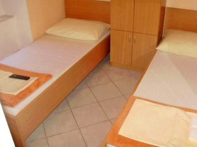 Apartment and Room Jakov - 38171-S1 - Image 1 - Split - rentals