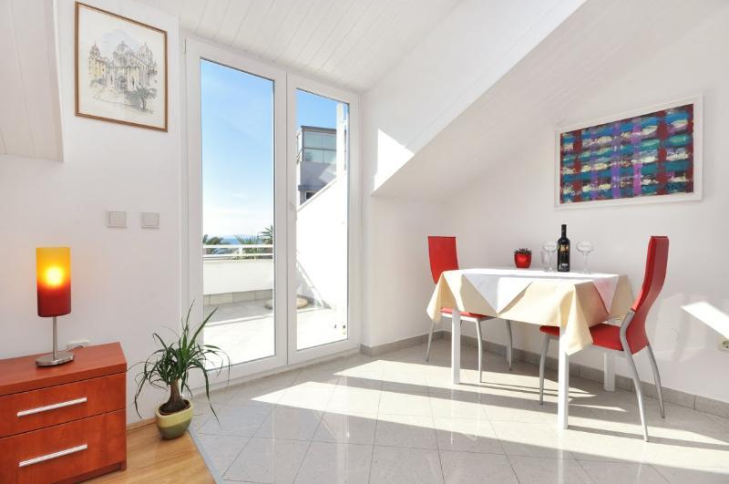 Apartments and Rooms Zlatko - 38201-A3 - Image 1 - Podstrana - rentals