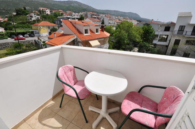 Apartments and Rooms Zlatko - 38201-S4 - Image 1 - Podstrana - rentals