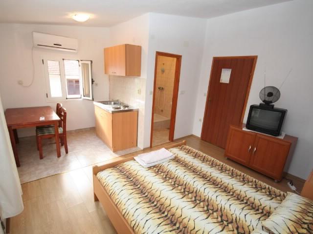 Apartments Stjepan - 38411-A4 - Image 1 - Stari Grad - rentals