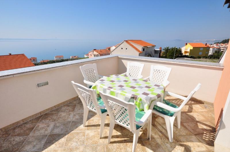 Apartments Nino - 41231-A2 - Image 1 - Podstrana - rentals