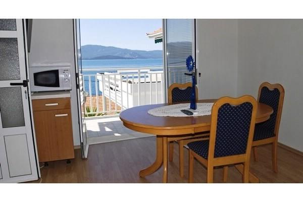Apartments and Rooms Florijan - 52371-A1 - Image 1 - Komarna - rentals