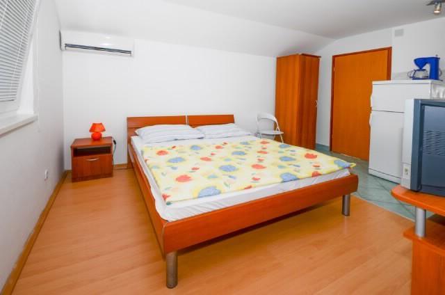Apartments Kata - 61201-A3 - Image 1 - Karlobag - rentals