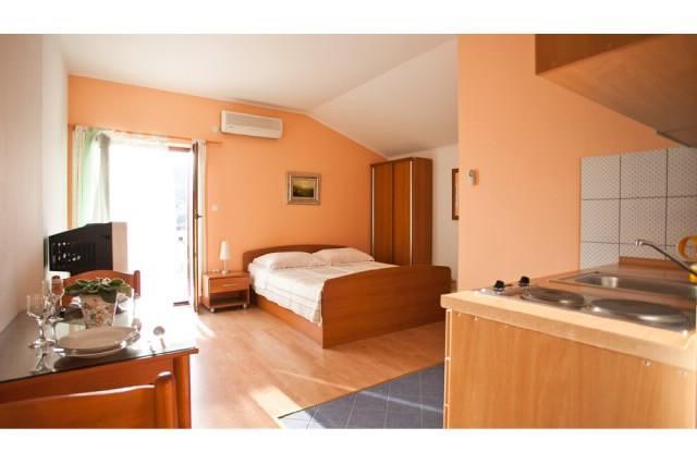 Apartments Mirko - 30361-A2 - Image 1 - Seget Vranjica - rentals