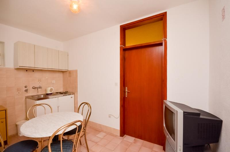 Apartments Tomislav - 30981-A1 - Image 1 - Omis - rentals