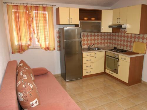 Apartments Pero - 36191-A1 - Image 1 - Makarska - rentals