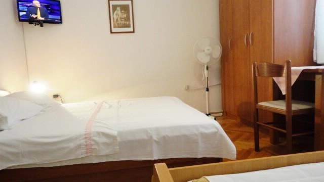 Apartments Ivo - 37511-A3 - Image 1 - Makarska - rentals