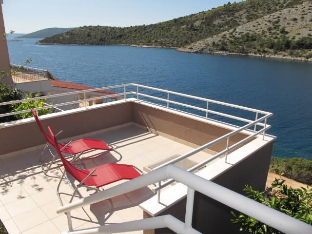 Apartments Ljubica - 37991-A1 - Image 1 - Vinisce - rentals