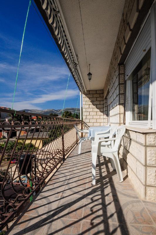 Apartments Mate - 41071-A1 - Image 1 - Kastel Stafilic - rentals