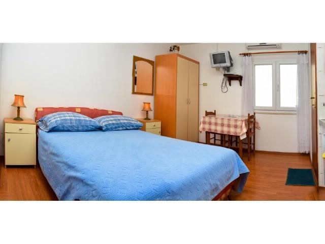 Apartments Igor - 42571-A1 - Image 1 - Stari Grad - rentals