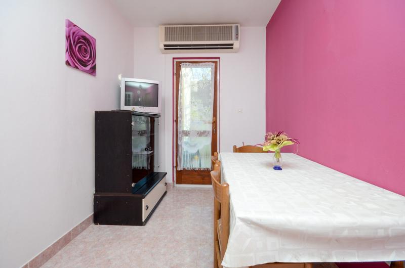 Apartments Jasna - 65261-A2 - Image 1 - Supetarska Draga - rentals