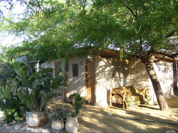 The couple guest house with large bath and equipped kitchen - View unto the Negev mountains, restaurant B&B - Ezuz - rentals