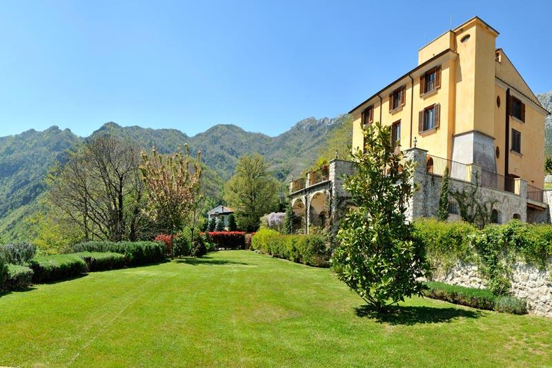 The entire house from the garden - Wonderful B&B in ancient villa with garden - Cava De' Tirreni - rentals