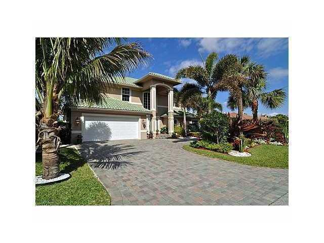 Beautiful luxury home located 1/2 block from beach - Image 1 - Boca Raton - rentals