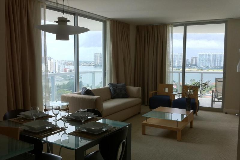 Ocean view 2 Bedrooms apt - 2 Bedrooms apt at Marenas Resort Ocean View or Ocean F - Sunny Isles Beach - rentals