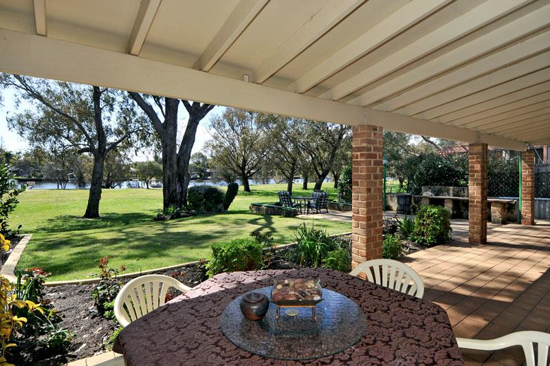 Superb outdoor areas overlooking river - Paradise On The Murray River - Yunderup Wa - South Yunderup - rentals