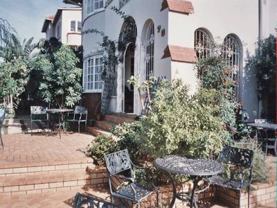 Patio entrance - SPARKLING STAR BED AND BREAKFAST IN GLENWOOD - Durban - rentals